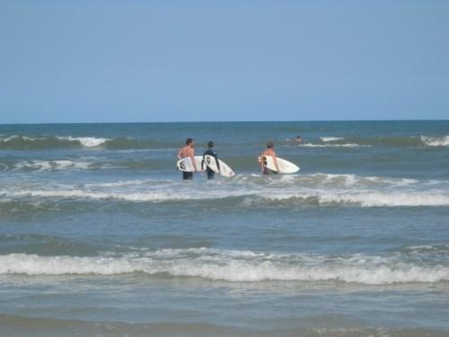 surfer dudes attract girls